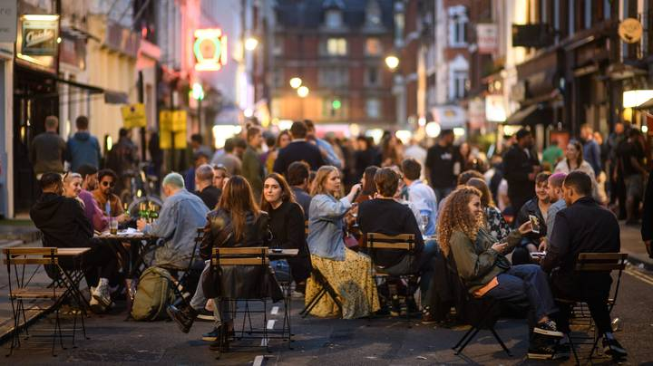 Pubs, Bars And Restaurants In England Will Have 10pm Curfew From Thursday