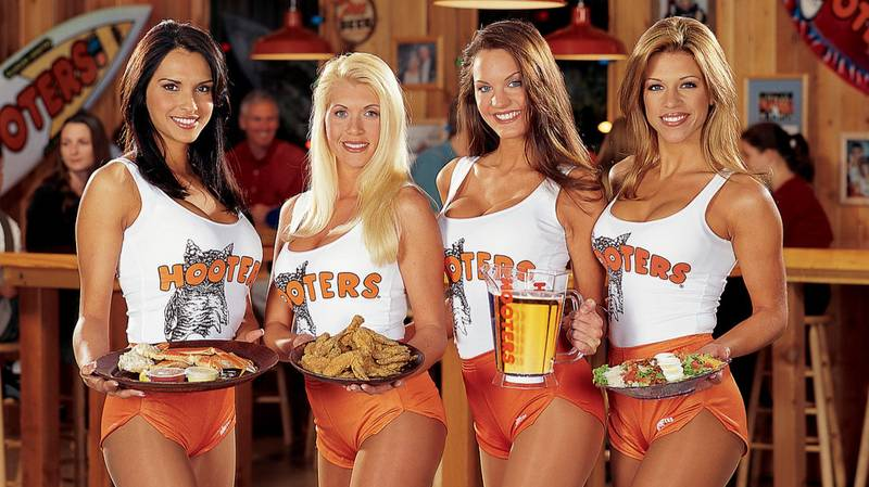 High School Football Team Coach Criticised After Taking Team To Hooters