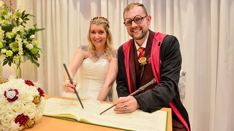 'Harry Potter' Superfans Tie The Knot In Hogwarts-Themed Wedding