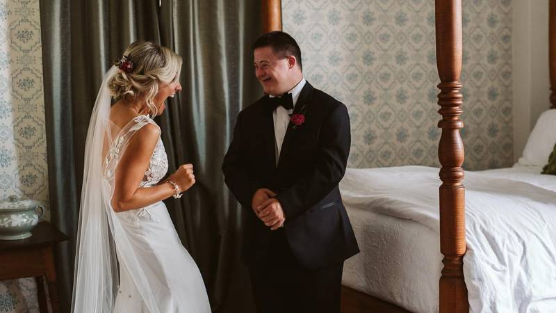 A Bride Decided To Have A 'First Look' With Her Brother And It Looked So Emotional