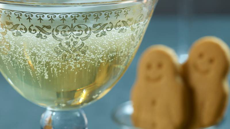 ASDA Is Releasing A Shimmery £12 Gingerbread Gin For Christmas